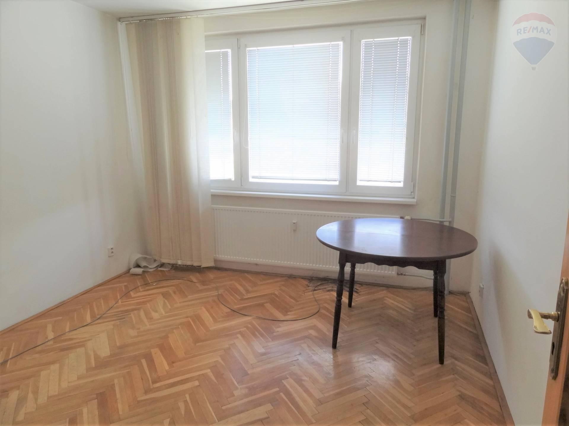 predaj 4 izbový byt Nitra, Jurkovičova